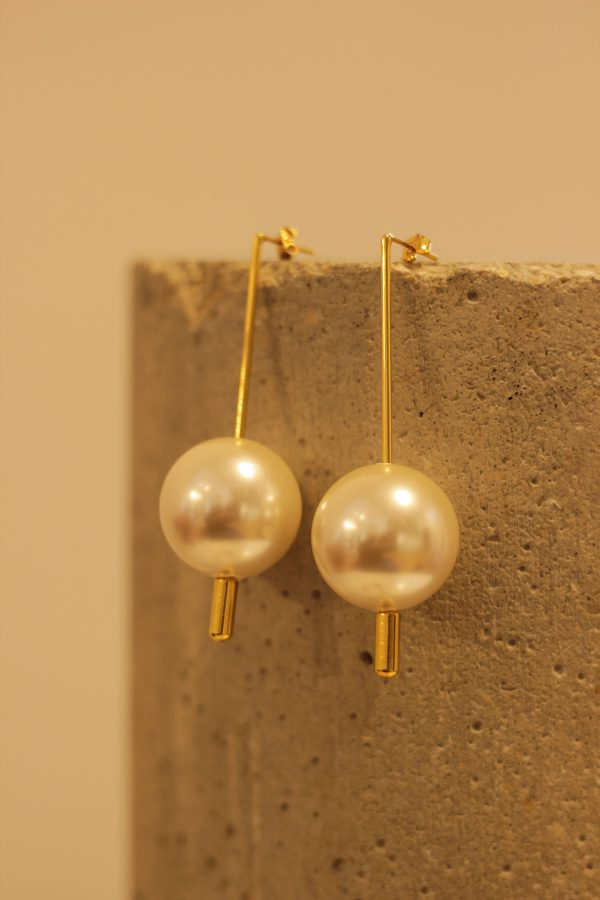 The Pearl Drops Earrings