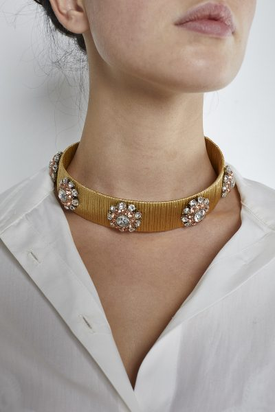 THE AMMIQ ORANGE HILLS CHOKER