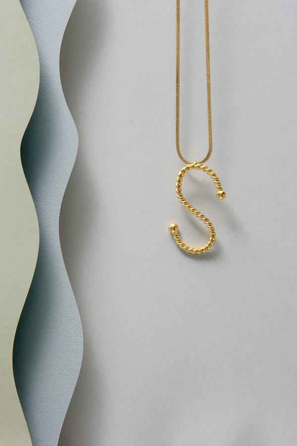 THE INITIAL S NECKLACE